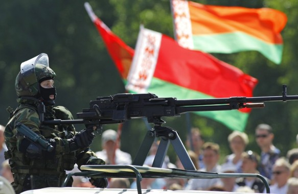 https://adversariometapolitico.files.wordpress.com/2014/03/8809a-belarusianarmyparademarkingindependencedayinminsk252cbelarus252872529.jpg